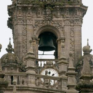 A Berenguela, o maior sino de Galicia  na torre do reloxo da catedral de Santiago  de Compostela. Fotografía do autor.