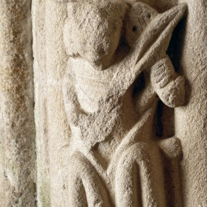 Pórtico de San Bartolomeu o vello (Pontevedra) século XIV, agora reconstruído nas ruínas de San Domingos. Fotografía do autor.
