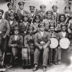 Banda de Melias, concello de Pereiro de Aguiar (Ourense,1932) tirada en Rubián (Bóveda, Lugo).   Do arquivo de Cástor e Félix Castro Vicente.