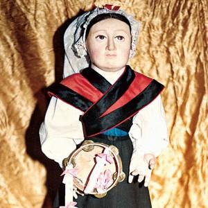 Figuriña do nacemento das Agustinas  de Vilagarcía de Arousa que representa a unha tocadora de pandeireta, probablemente é un engadido posterior ao século XVIII do que data este nacemento. Do arquivo de Ramón Marín.