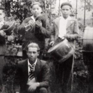 Nenos gaiteiros en Callobre (A Estrada, Pontevedra, c. 1955). Do arquivo do autor.