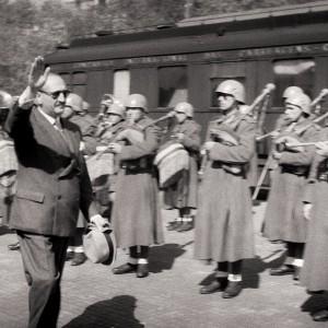 Banda de gaitas de fol e tambores no exército español. Do arquivo Antón Varela Cachaza.
