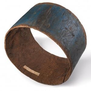 Caixa de tambor de antroido de Viana do Bolo (Ourense) feita dun tronco de castiñeiro  baleirado. Diámetro 110 cm, largo 41 cm.  Colección do autor. Fotografía Alba Vázquez Carpentier.