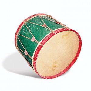 "Bombo de mallada fabricado por José  Fernández Souto ""O Cesteiro"" (Estás,  Tomiño, Pontevedra). Diámetro 56 cm,  largo da caixa 65 cm. Fotografía do autor."