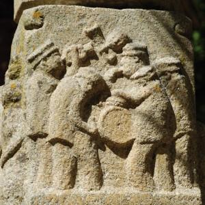 Bombo con pratiños representado na fonte do parque público de Amoeiro (Ourense, finais do s. XX). Fotografía do autor.