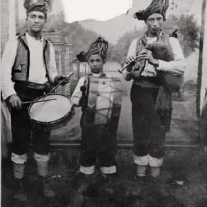 Grupo de gaiteiros Os de Andión (Orazo, A Estrada, Pontevedra, c. 1930).  Do arquivo do autor.