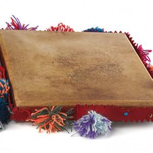 Pandeiro cadrado adornado ao xeito tradicional. Colección do autor. Fotografía Alba Vázquez Carpentier.