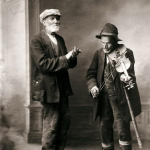 Os copleiros da rúa.  Fotografía de Francisco Zagala, c. 1890.  Do arquivo do Museo de Pontevedra.
