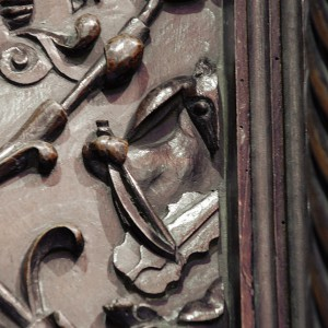 Burro violinista tallado por Francisco de Moure no 1624 no cadeirado do coro da catedral de Lugo. Fotografía do autor.