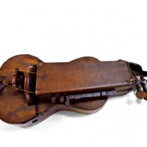 Zanfona doada por Faustino  Santalices no 1904 ao Museo Arqueolóxico  de Ourense. Fotografía do arquivo de Félix e Cástor Castro Vicente.