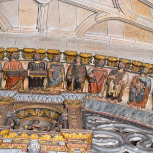 Organistrum representado no pórtico do Paraíso  da catedral de Ourense. Fotografía Alba Vázquez Carpentier.