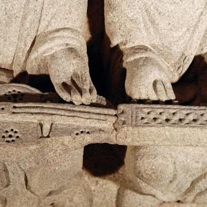 Organistrum representado no salón do pazo de Xelmírez  (Santiago de Compostela, mediados do s. XIII). Fotografía do autor.
