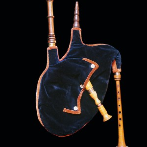 Detalle dunha das gaitas de fol con ronquillo  que pertenceu a Perfecto Feijoo conservada no Museo  de Pontevedra, feita por Manuel Villanueva de Poio  (Pontevedra, finais do s. XIX).