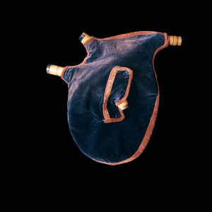 Vestido da gaita de fol  de Xan de Campañó (Campañó, Pontevedra) fabricada por Manuel Villanueva de Poio a finais do século XIX.  Fotografías do autor.
