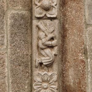 Gaiteiros representados nos nervos da cúpula da igrexa de San Francisco de Betanzos (A Coruña, s. XIV). Todos aparecen tocando gaitas de fol con punteiro e roncón como únicos tubos sonoros; en dous dos instrumentos apréciase claramente a partición  do bordón en tres segmentos. Fotografías do autor.