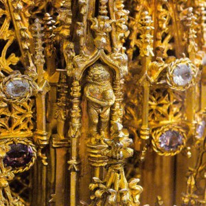 Un dos gaiteiros representados na cruz procesional da catedral de Ourense (s. XVI) que poderían ser un engadido bastante posterior.