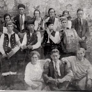 Os Peruchos de Castrelos.  Fotografía do arquivo de Xerardo F. Santomé.