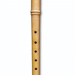Pito de pastor torneado en madeira de buxo en dúas seccións. Lonxitude 30 cm.