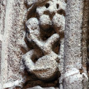 Tocador de pito e tambor representado na capela de San Xoán (finais do s. XV)  da catedral de Ourense. Fotografía do autor.