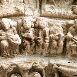 Aerófono duplo no pórtico do mosteiro de Carboeiro (Silleda, Pontevedra, s. X-XIII).  Fotografías do autor.