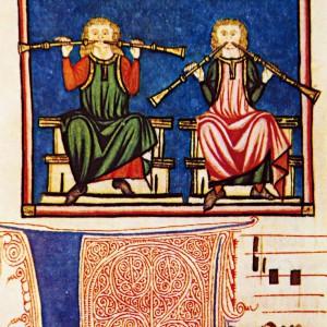 Estes instrumentos representados na cantiga 360 das Cantigas de Santa María (códice j.b.2, século XIII) foron identificados como trompetas, seguramente debido aos empates globosos que amosan os tubos e á falta de disco de apoio para os beizos. Porén, puidera tratarse de óboes; compárense cos do salón do pazo de Xelmírez que teñen tamén estes empates.