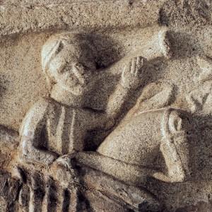 Tocador de buguina representado nunha  escena de caza sobre o sartego de Fernán  Pérez de Andrade na igrexa de San Francisco de Betanzos (A Coruña, s. XIV). Fotografia do autor.