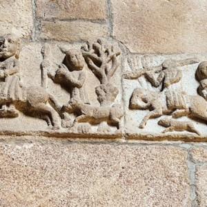 Escenas de caza no interior do convento de San Francisco de Betanzos,  (A Coruña, s. XIV) onde os xinetes e homes a pé tocan os cornos  durante a caza do xabaril.