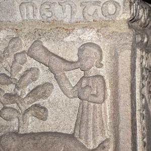 Escena de caza no sartego de Fernán Pérez de Andrade na igrexa de San Francisco de Betanzos (A Coruña, s. XIV).