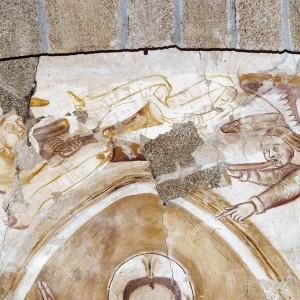 Anxos tocando a trompeta. Pinturas  murais de San Miguel de Eiré (Ferreira de Pantón, Lugo, principios do s. XII). Fotografía do autor.