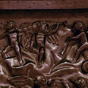 Conxuntos de tres trompetas diferentes  no cadeirado do coro de San Martiño Pinario  (s. XVII, Santiago de Compostela, A Coruña).  Fotografías do autor.