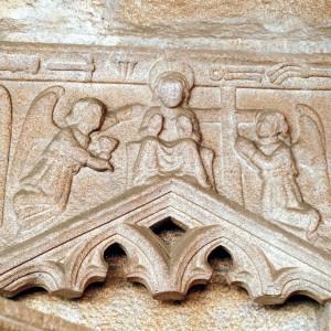 Anxo trompeteiro nas ruínas de San Domingos (Pontevedra, s. XIV). Fotografías do autor.