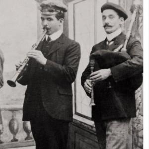 Gaiteiro e clarinetista do grupo Los Cuarentas (Redondela, c. 1920). Do arquivo de Olimpio Xiráldez.