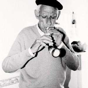 Alfonso Álvarez Pousa (Cristelos, Tomiño,  Pontevedra) tocando a rosca. Fotografía do autor.