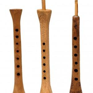 De esquerda a dereita, chifla de Campoo, donçaina de Teruel e turuta de El Torno (Cáceres). Fotografía de Luís Ángel Payno.