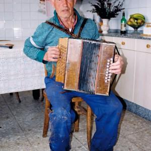 Manuel Pazos Redonda, acordeonista de Pazos de Merexo (Muxía, A Coruña). Fotografía do autor.