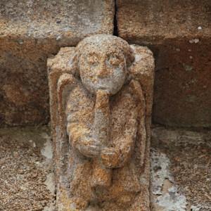 Canzorro de Santa Mariña de Esposende (Ribadavia, Ourense, s. XIII-XIV) que representa un músico soprando nun aerófono que pola súa conicidade puidera ser un óboe.