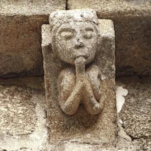 Canzorro de Santa Mariña de Esposende (Ribadavia, Ourense, s. XIII-XIV)  onde se representa un músico que sopra nun estraño aerófono.