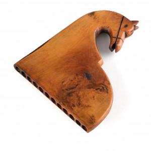 Apito de afiador de doce furados (Luintra, Ourense). As profundidades dos furados, todos de 6.8 mm de diámetro, son en milímetros: 24.5, 31.5, 37, 43, 49, 56, 62, 69, 77, 84, 93, 101. Colección do autor. Fotografía Alba Vázquez Carpentier.