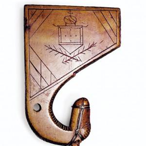 Apito de afiador con doce furados con cabeza de cabalo conservado no Museo de  Pontevedra. As profundidades dos furados,  todos de 5 mm de diámetro, son en milímetros: 23, 25.7, 29, 33.5, 38, 44, 49.5, 56.5, 62.5, 69.4, 75.8 e 84.3. Fotografías do autor.