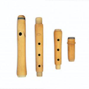 Frauta de catro pechos en madeira de buxo achada na Ulla con selo García-Berres.  Fotografías do autor.