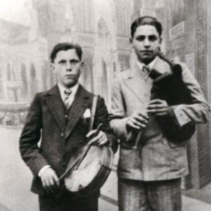 Ramón Cordo (gaiteiro)  e seu irmán José  (A Fonsagrada, c. 1945).  Do arquivo do autor.