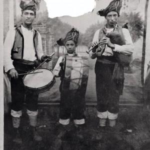 Nenos gaiteiros (A Estrada, Pontevedra, c. 1955). Do arquivo do autor.