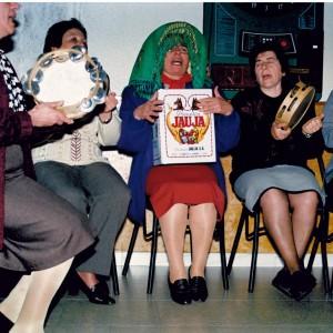 Grupo de cantadoras en Mangüeiro (Avión, Ourense, 1995). Fotografía do autor.