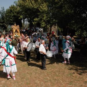 Gaiteiro acompañando a danza do Cristal  (Celanova, Ourense) c. 2005.  Fotografía de Fernando García.