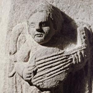 Laúde representado no interior da igrexa  de San Domingos de Ribadavia  (Ourense, s. XIII-XIV). Fotografía do autor.
