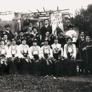 Rondalla en Pontedeume (A Coruña), c. 1906. Do arquivo do autor.
