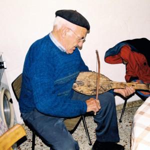 Isidro Álvarez Corrales (Porto das Portelas,  Zamora, 1995) tocando o rabel. Fotografía do autor.