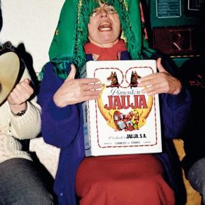 Tocadora de lata veciña de Mangüeiro  (Avión, Ourense, 1995). Fotografía do autor.