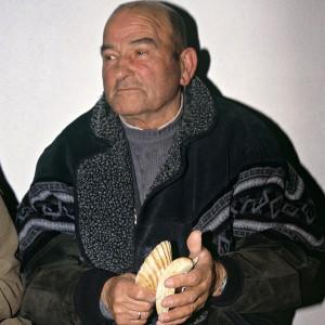 Veciño de Toutón (Mondariz, Pontevedra) tocando as cunchas. Fotografías do autor.